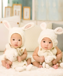 twin-babies-wearing-rabbit-ears